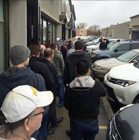 Connor-McDavid-Rookie-Card-Lineup-Outside-Stores